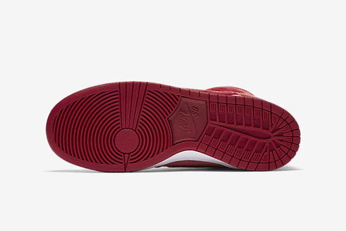 Nike Sb Dunk High Red Santa 3