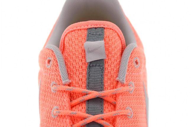 Nike Roshe Run Atomic Pink Metallic Silver 3 1