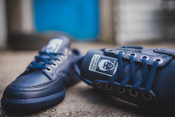 Noel Gallagher Adidas Garwen Blue 11