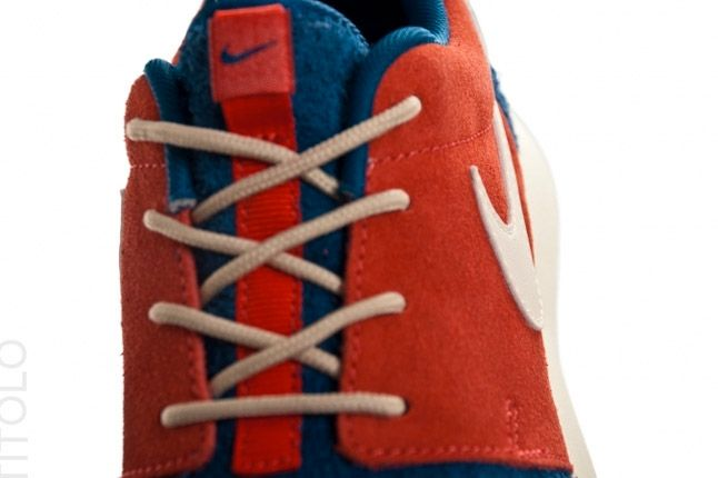 Nike Wmns Roshe Run Royal Blue Red Tongue 1