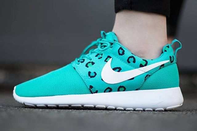 Nike Womens Roshe Run Leopard Print Teal 3