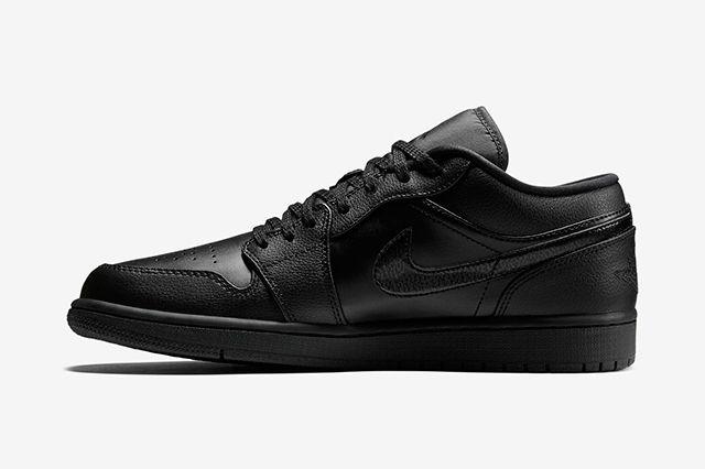 Air Jordan 1 Low Triple Black3