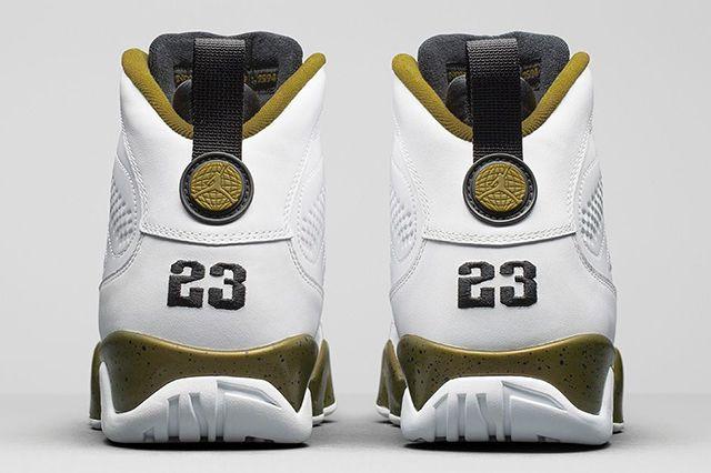 Air Jordan 9 Statue 5