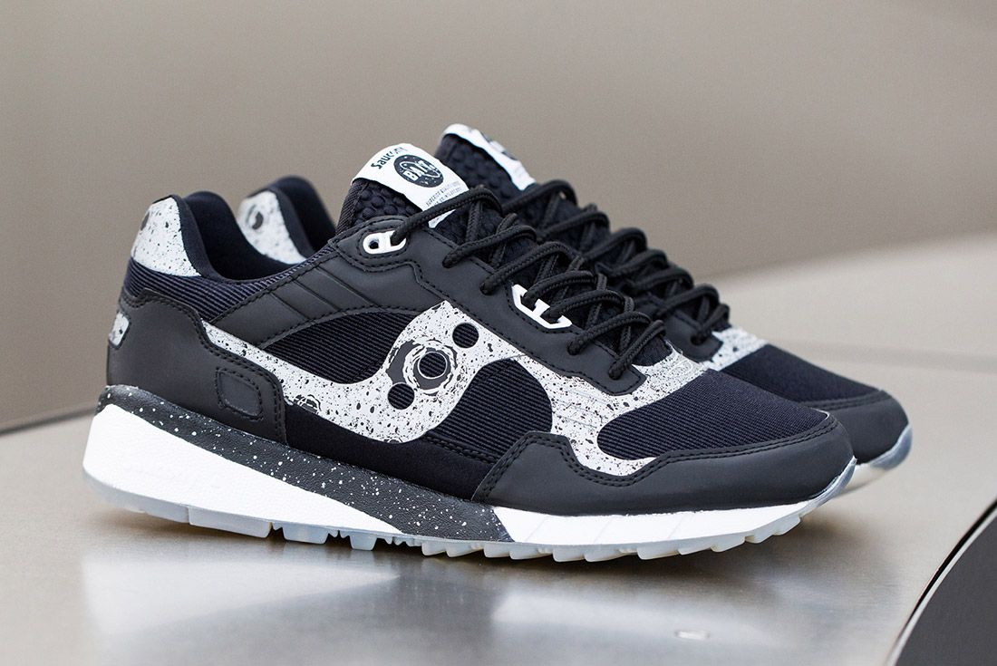 Material Matters Hybrids Bait Saucony Shadow 5500 Giant Leaps 1