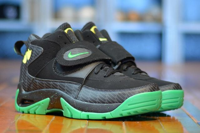 Nike Air Mission Oregon Ducks 3
