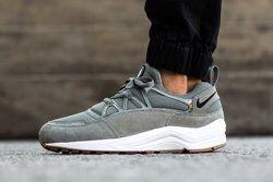 Nike Hua Light Tumbled Grey Bump Thumbs
