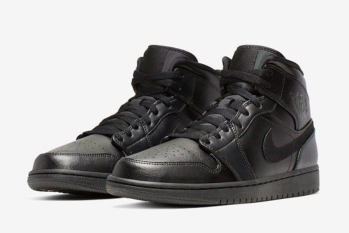 Air Jordan 1 Triple Black Toe