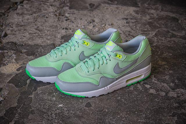 Nike Air Max1 Essential Vapor Green 3