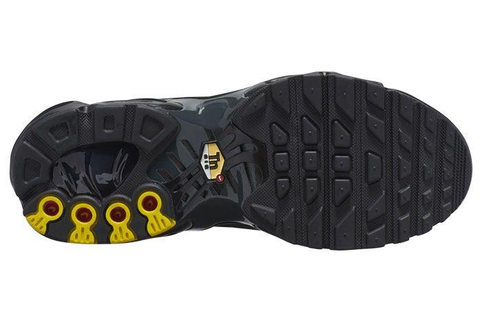 Nike Air Max Plus Triple Black Sole