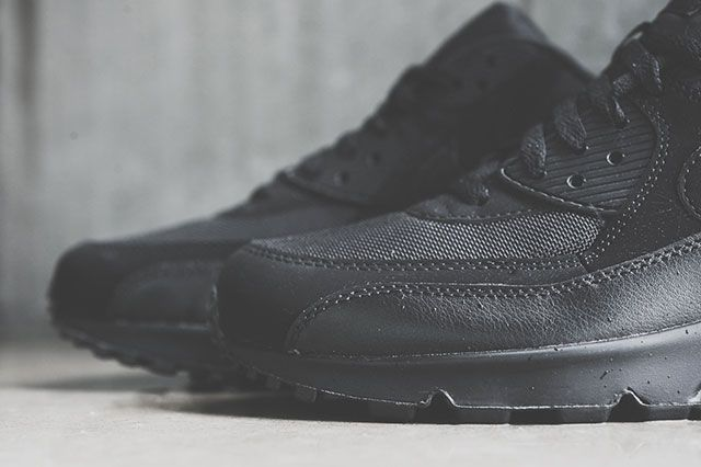 Nike Air Max 90 Triple Black 21
