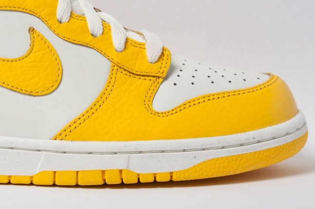 Nike Dunk High Varsity Maize Side 3 1