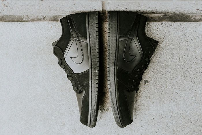 Air Jordan 1 Low Blackout 3