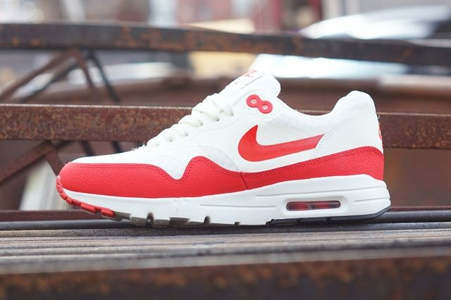 Nike Am1 Ultra Wmns Challenge Red 2