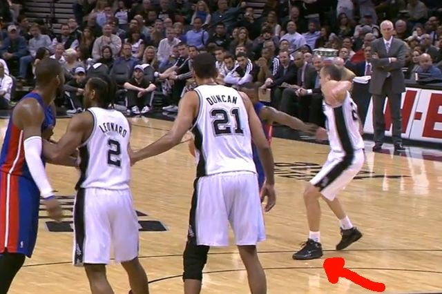 Manu Ginobili Breaks Shoe 1