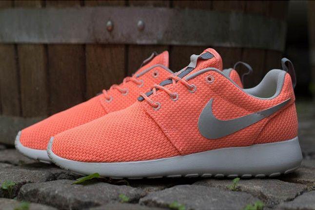 Nike Roshe Run Atmcpnk Mtllcsilv Profile 1