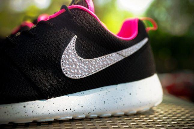 Nike Size Urbansafari Pack Pt2 Blk Midfoot Detail 1
