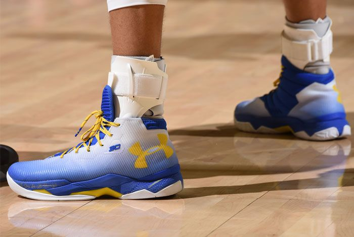 Ua Curry 2 5 Whiteblue