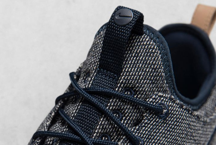 Hot On The Heels Of Their Recent Colab The Swoosh And Loopwheeler Have Just Worked Together On Two New Sneakers A Roche Two And An Aptare Se 3