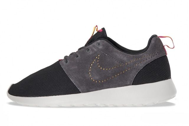 Nike Roshe Run Perf Swoosh Pack