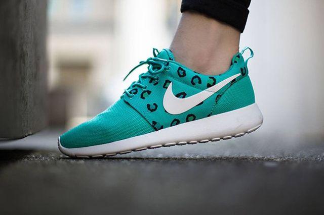 Nike Womens Roshe Run Leopard Print Teal 2