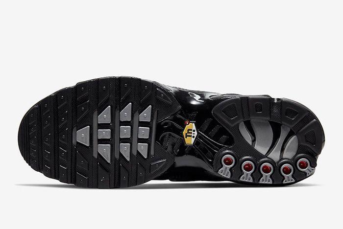 Nike Air Max Plus Black Metallic Silver Cw2646 001 Sole