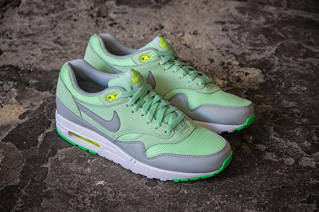 Nike Air Max1 Essential Vapor Green 1