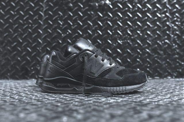 New Balance 530 Triple Black 1