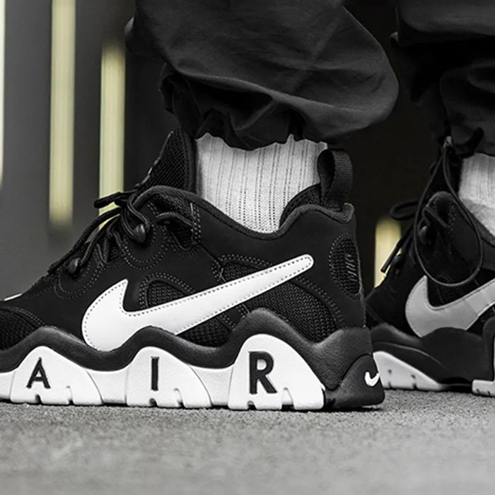 Bad luck Polar bear host  Nike Air Barrage Low Hits the Field in Black and White - Sneaker Freaker