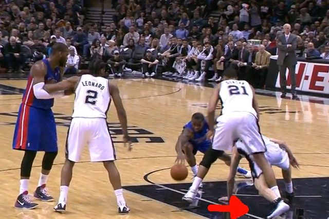 Manu Ginobili Breaks Shoe