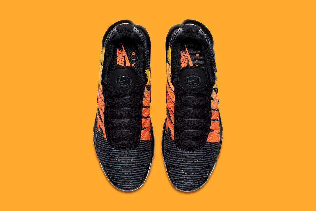 Nike Air Max Plus Stripes 4