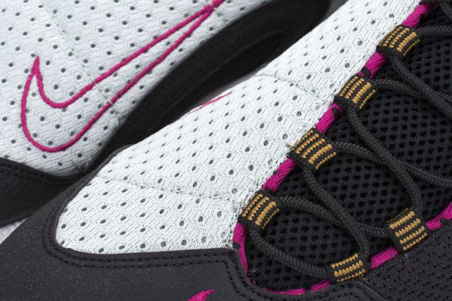 Footscape Blk Magenta Closeup4