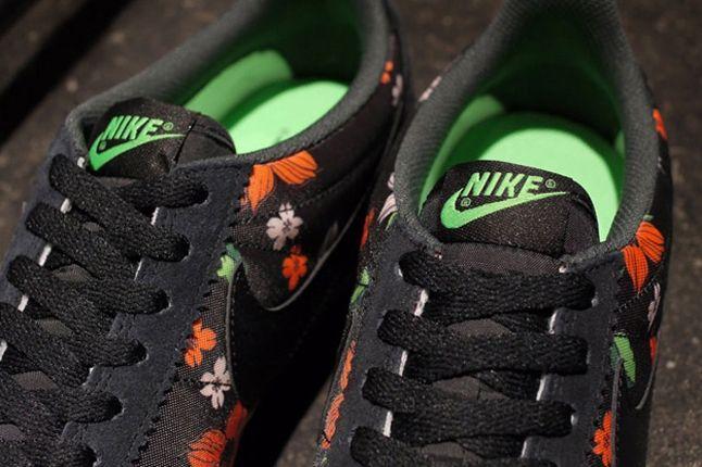 Nike Classic Cortez Nylon Qs Aloha Pack Black White Tongue 1