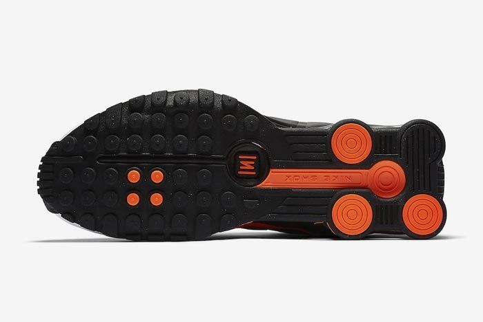 Nike Shox R4 Dutch Orange Outsole