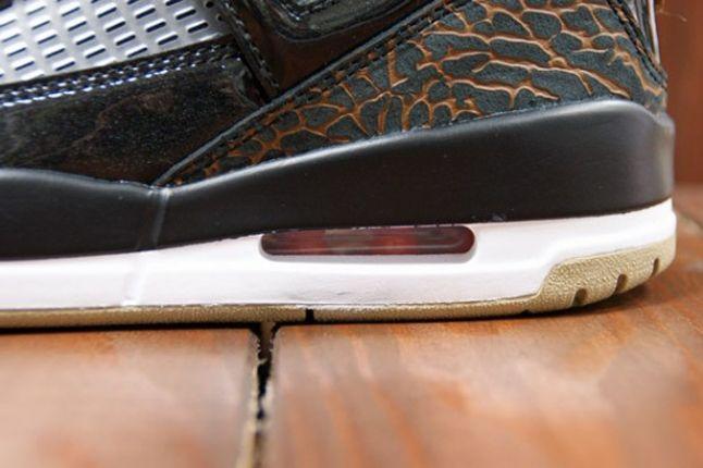 Air Jordan Spizike Blk Challenge Red Bubble Detail 1