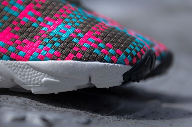 Nike Air Footscape Desert Chukka Hyper Pinnk 4