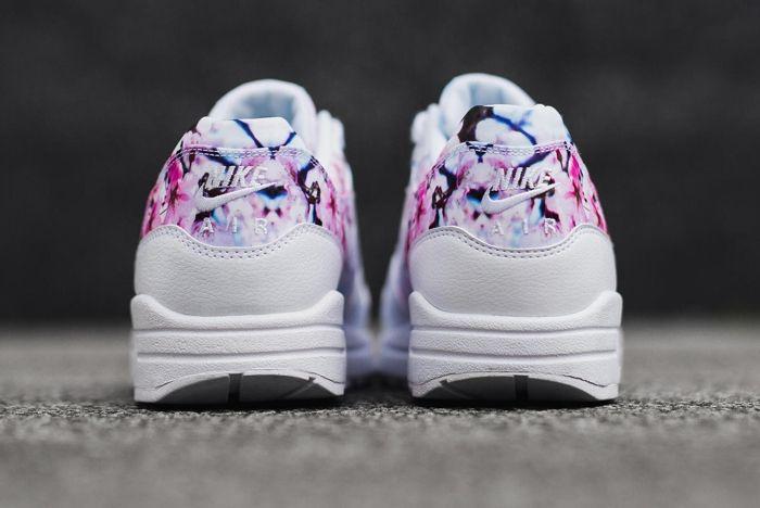 Nike 2016 Blossom Pack 19