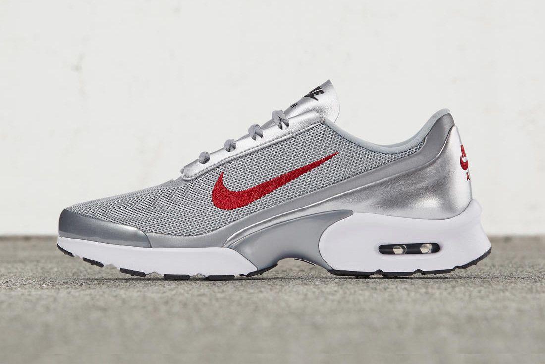 Nike Womens Air Max Jewell 1