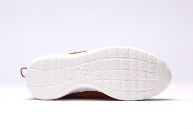 Nike Wmns Roshe One Hi Suede Tawny 3