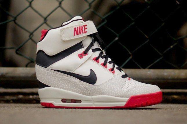 célula Tranquilidad de espíritu disfraz  Nike Revolution Sky Hi (Sail) - Sneaker Freaker