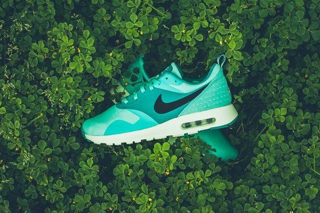 Nike Air Max Tavas Green Glow 4