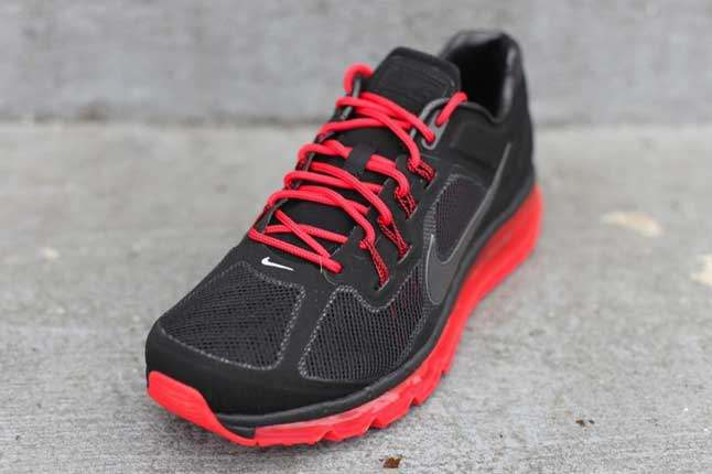 Nike Air Max 2013 Black Unired Toebox 1