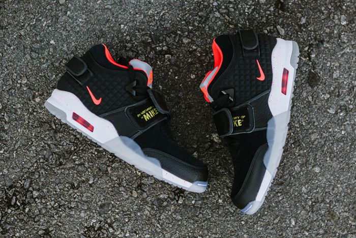Nike Air Trainer Cruz Blackbright Crimson4