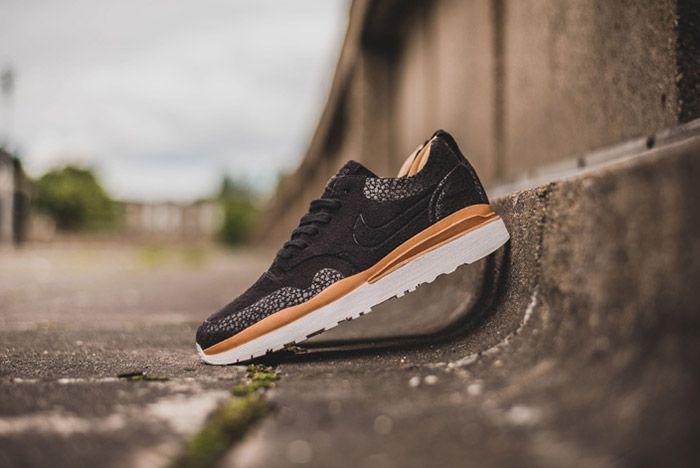 Nike Air Safari Royal Black 1