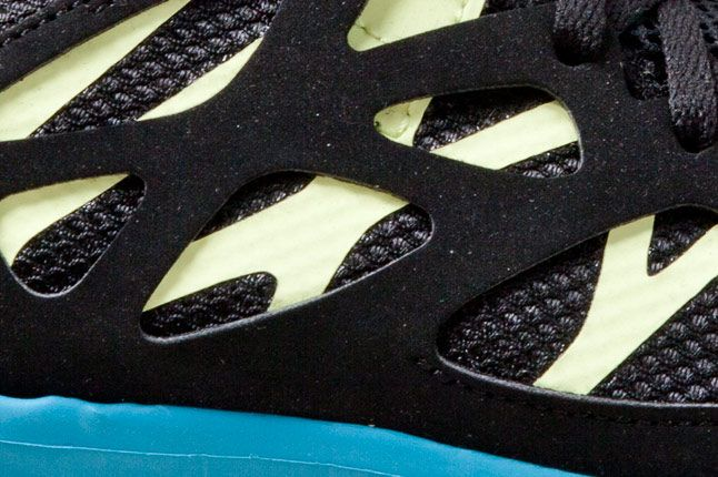 Nike Free Run 2 Blk Blue Detail Side 1