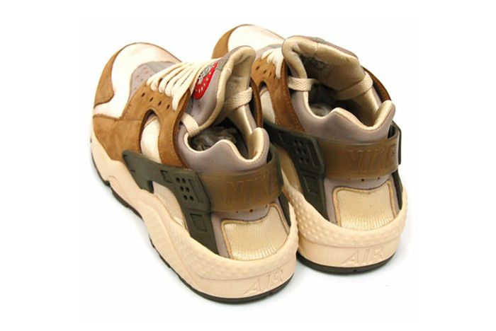 Stussy Nike Huarache Le Tan Heel Closeup
