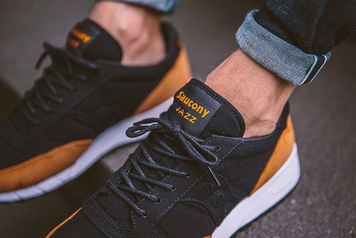 Saucony Jazz 91 Black Yellow On Feet 3