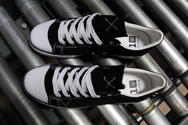 Warrior Pys Shoe Black Conveyor Belt Top 1