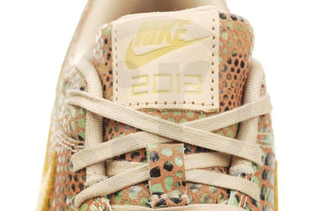 Nike Air Max Yots Tongue Detail 1
