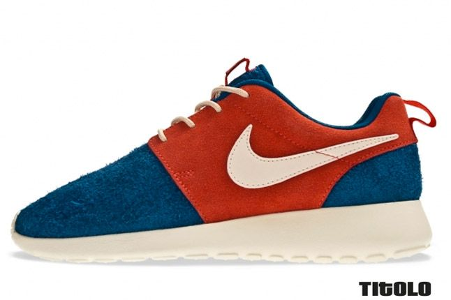 Nike Wmns Roshe Run Royal Blue Red Profile 1