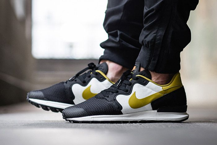 Nike Air Berwuda Black White Peat Moss On Feet 2